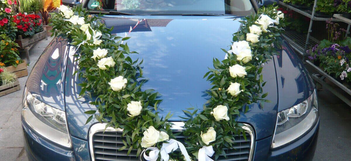 Hochzeitsfloristik Autoschmuck Symbolbild
